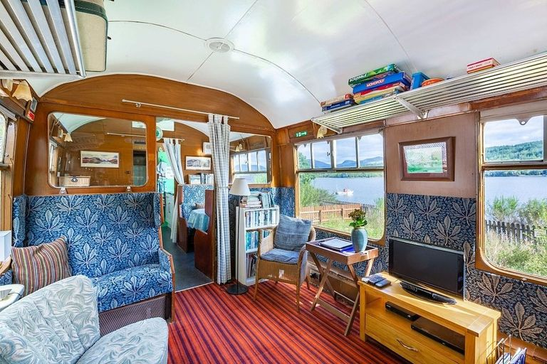 The-Railway-Carriage-2